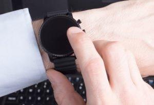 So reinigen und pflegen Sie Ihre Uhr